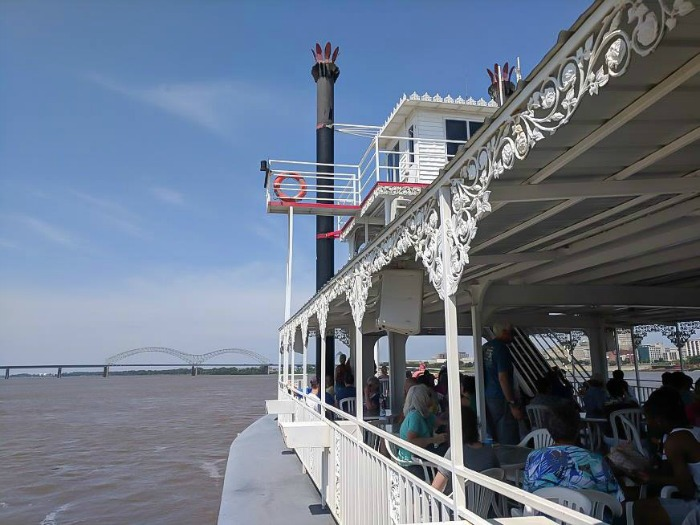 200 things to do in Memphis, Tennessee for first-time visitors - a local's guide | Memphis riverboat ride on the Mississippi River #memphis #riverboat #traveltips