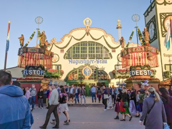 My Wanderlusty Oktoberfest Recap | What it's like at Oktoberfest in Munich, Germany | What it's like to travel to Oktoberfest with Thirsty Swagman | Oktoberfest beer tents | Oktoberfest food and beer | What to wear to Oktoberfest | Oktoberfirsts