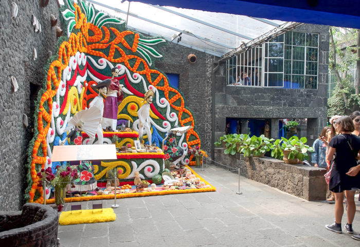 Do This, Not That // Celebrating Day of the Dead in Mexico for First-Timers | Día de los Muertos, what to wear for day of the dead, where to experience day of the dead in mexico, cultural significance, traditions, dos and don'ts, tips | Ofrenda at Casa Azul, home of Frida Kahlo