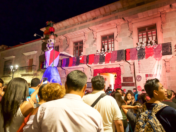 Do This, Not That // Celebrating Day of the Dead in Mexico for First-Timers | Día de los Muertos, what to wear for day of the dead, where to experience day of the dead in mexico, cultural significance, traditions, dos and don'ts, tips | mojiganga in Oaxaca