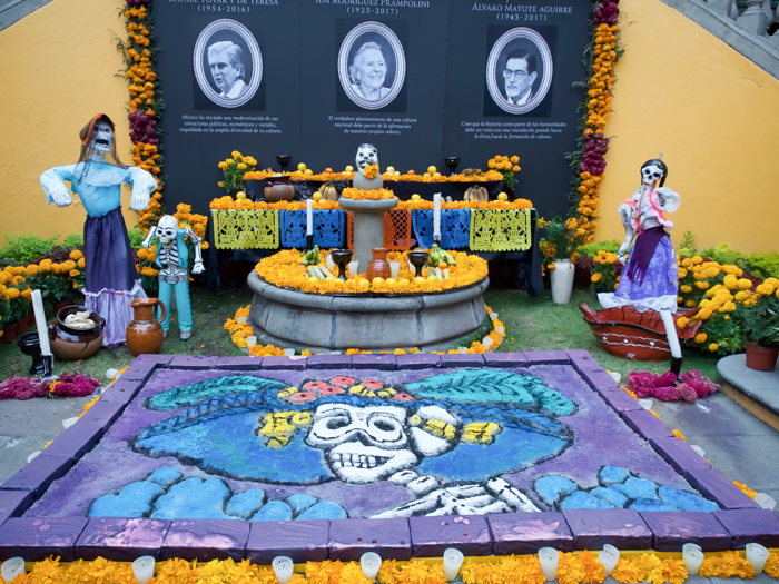 Do This, Not That // Celebrating Day of the Dead in Mexico for First-Timers | Día de los Muertos, what to wear for day of the dead, where to experience day of the dead in mexico, cultural significance, traditions, dos and don'ts, tips | sand art