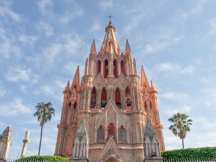 2 days in San Miguel de Allende travel tips | pink church, parroquia #sanmigueldeallende #mexico #traveltips #timebudgettravel #sanmiguel #parroquia