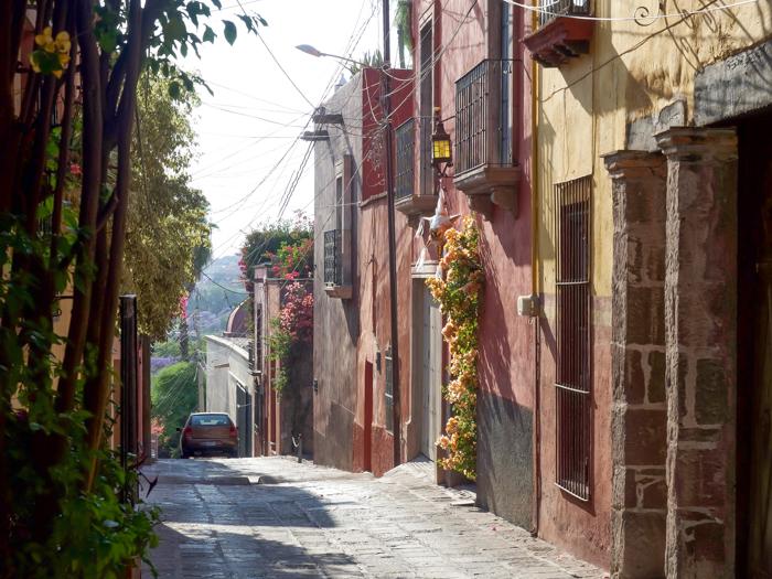 2 days in San Miguel de Allende travel tips | street scene, cobblestones #sanmigueldeallende #mexico #traveltips #timebudgettravel #sanmiguel