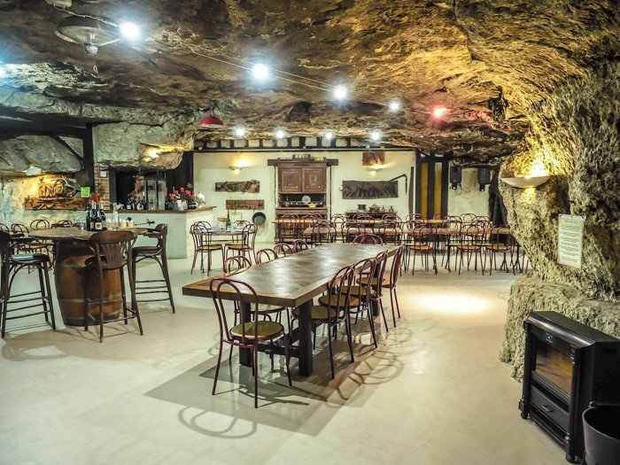 7 France-tastic Things to Do in the Loire Valley | Dinner in a troglodyte cave #loire valley #france #troglodytecave #traveltips