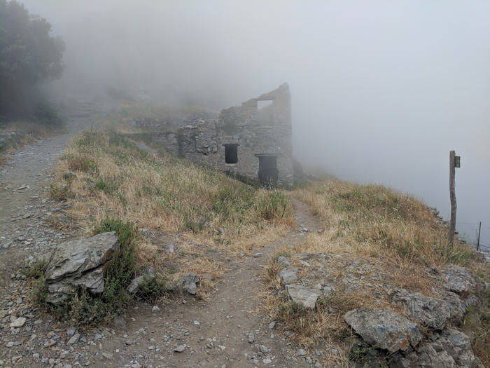 Fog and a farmhouse along the Amalfi Coast | Hiking the Path of the Gods from Sorrento, Italy on the Amalfi Coast | #pathofthegods #sorrento #amalficoast #hiking #italy