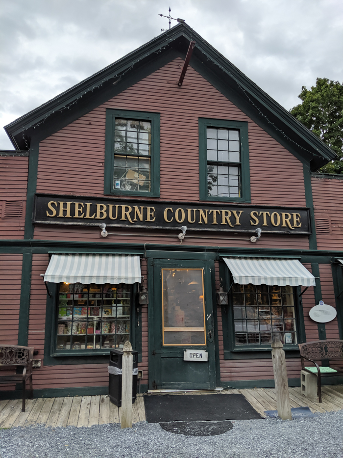 General store in Shelburne, VT | 11 Ways to Fill Your Days During a Weekend in Vermont | #vermont #burlington #newengland