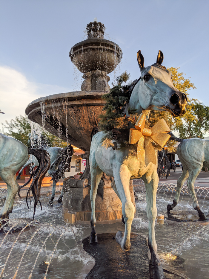 Horse fountain in Old Town Scottsdale / Offseason Arizona: 8 Reasons to Visit Scottsdale in the Winter / Scottsdale, Arizona / #scottsdale #arizona #wintertravel