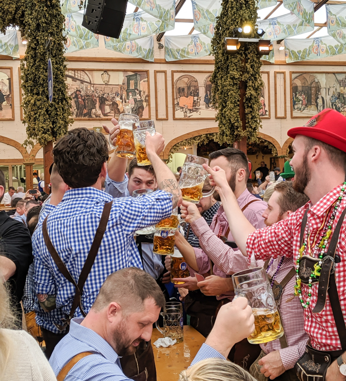 Ein prosit / Must-Know Oktoberfest tips from an Oktoberfest tour guide and locals / what you need to know about oktoberfest in munich, germany