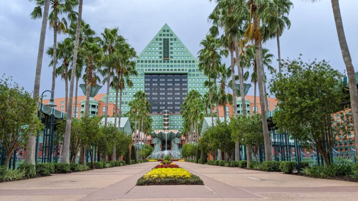 Visiting Disney World During the Pandemic: Everything You're Dying to Know | Disney World in 2020, what it's like to visit disney world right now. | swan dolphin resort