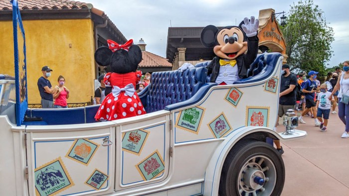 Visiting Disney World During the Pandemic: Everything You're Dying to Know | Disney World in 2020, what it's like to visit disney world right now. | Mickey and Minnie Mouse at Epcot