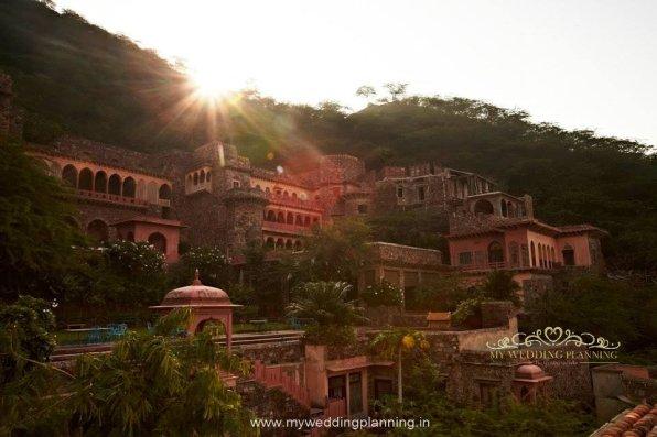 Sunrise Neemrana Fort-Palace