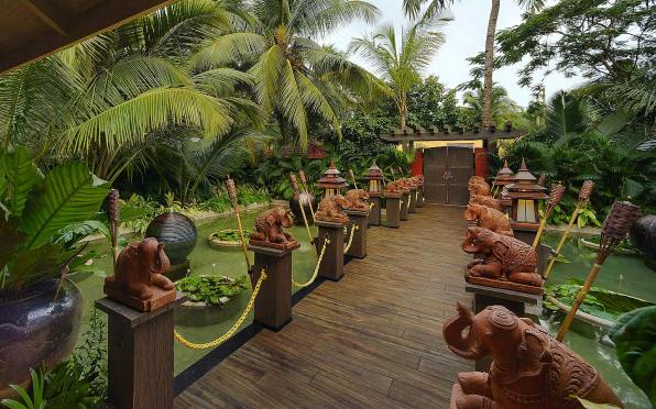 mayfair-goa Entrance-beautified-by-sculptures1