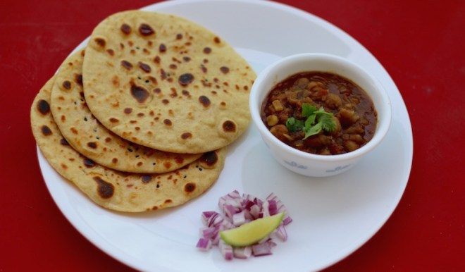 chole kulche, Indian street food, Indian bread, kulche recipe, whole wheat kulcha bread recipe