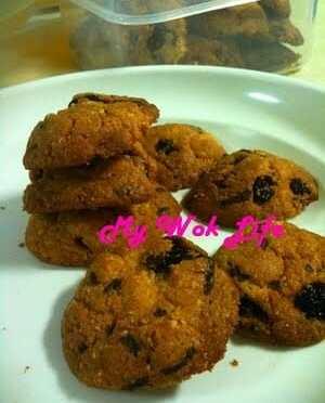 Delicious Homemade Chocolate Rice & Raisin Almond Cookies