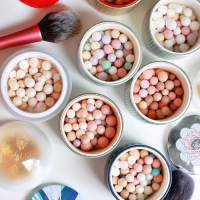 101 on the Guerlain Meteorites Illuminating Powder Perles: Why I love them, which to pick and how to use