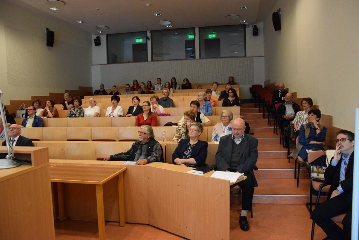 hullámzó konferencia)