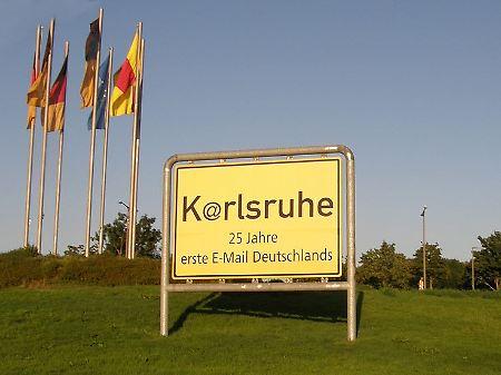 In Deutschland wurde am 3. August 1984 um 10:14 Uhr MEZ die erste Internet-E-Mail empfangen.