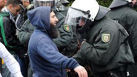 Gewalttätige Ausschreitungen: Salafisten-Vereine verbieten?