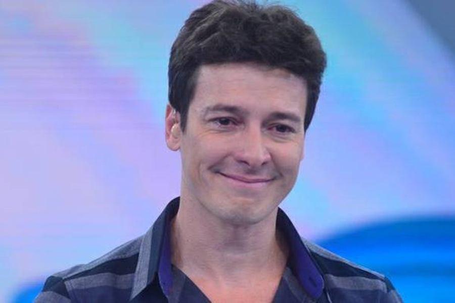 Rodrigo Faro comanda Hora do Faro na Record TV