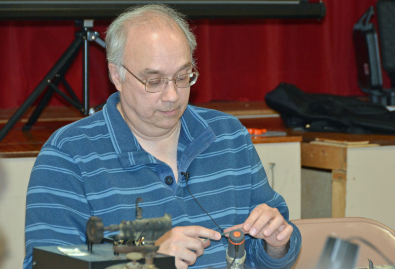 Learn Amateur Radio or Ham Radio - Jeff Millar, WA1HCO Demonstrating Surface Mount Soldering