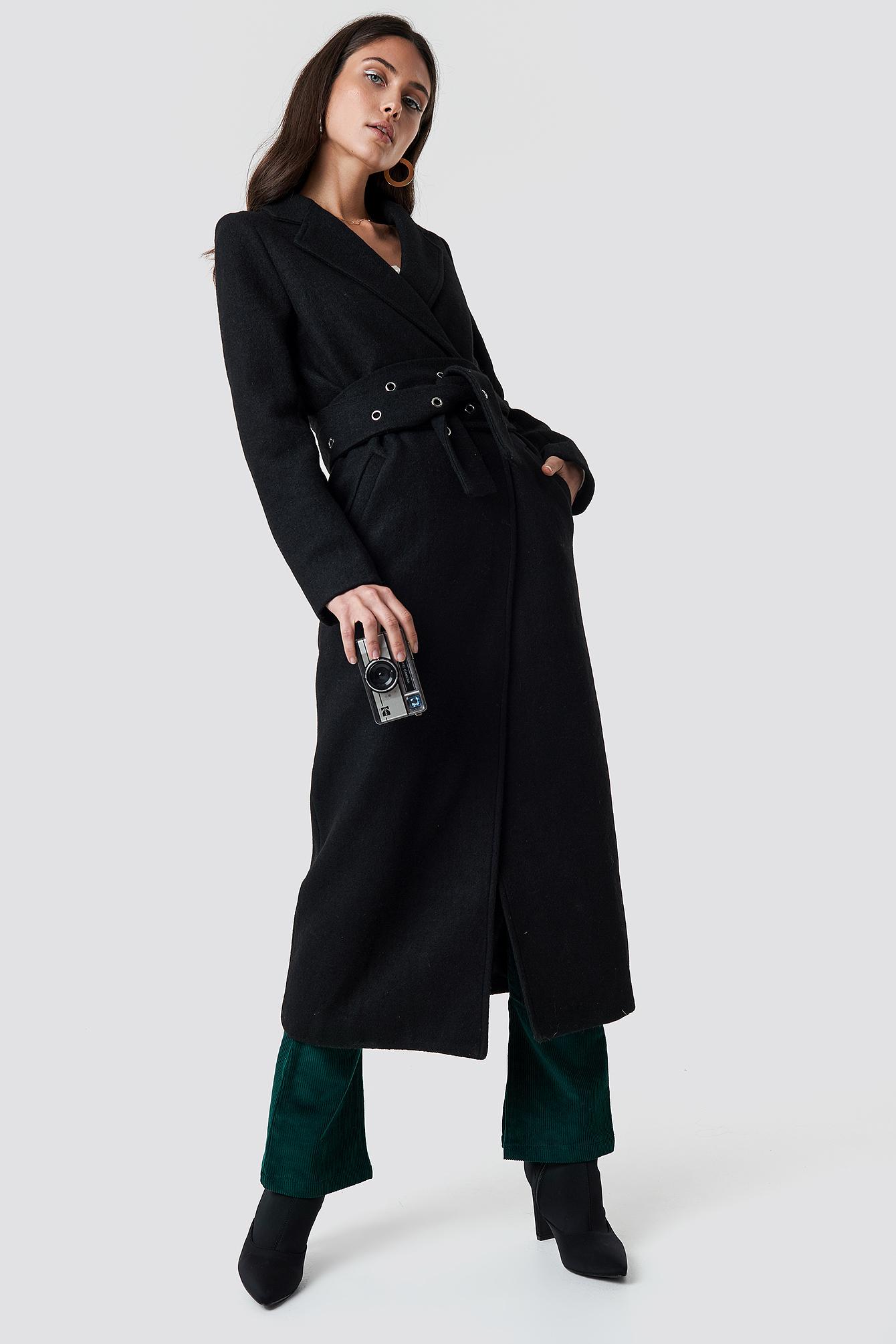 Manteau noir ceinturé – Nakd