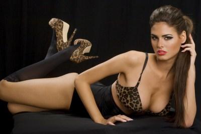 Sexy Girl mit Raubkatzenblick