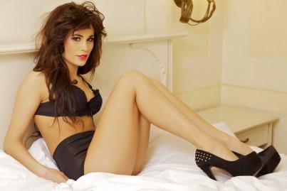 Sexy Girl im Hotelbett