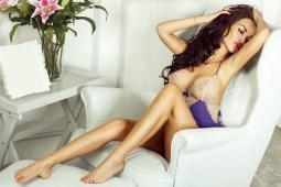 Sexy Girl im Sessel
