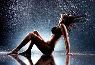 Sexy Girl im Regen