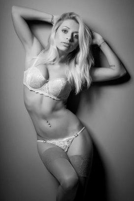 Sexy kurvige Blondine