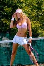 Sexy Tennisgirl im Minirock