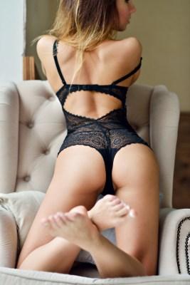 Sexy Girl auf dem Sessel