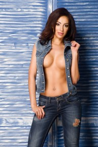 Sexy Girl in Jeans-Weste