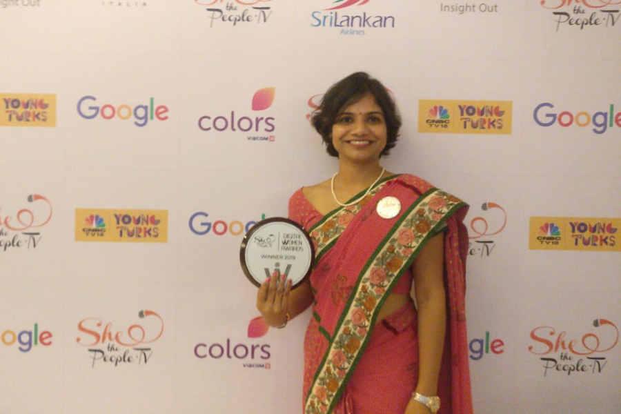 Neha wins the Digital Women Awards by SheThePeople.tv