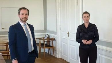 صورة رئيسة الوزراء تجتمع مع قادة الأحزاب لمناقشة قيود كورونا