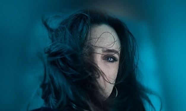 Adriana Calcanhotto  ripercorre la propria carriera in un disco live
