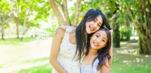 2-Asian-girls-in-park
