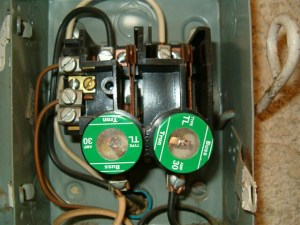 240V circuit fuses  Int'l Association of Certified Home Inspectors (InterNACHI)