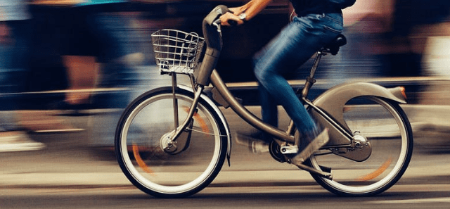 Avanzar en bicicleta