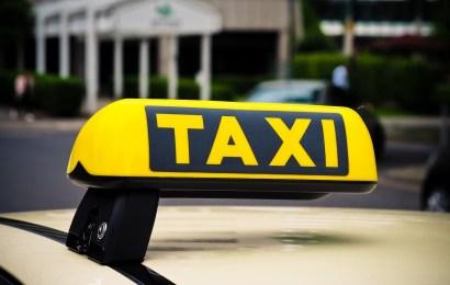 In Taxi uriniert