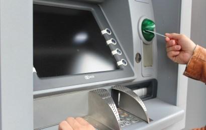 Geldautomat in Supermarkt in Neumarkt angegangen