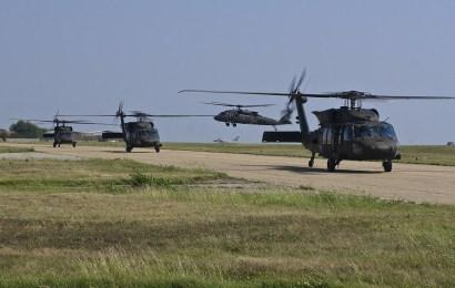 Hubschrauber landen außerhalb der Übungsplätze