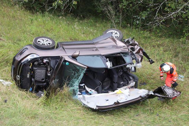 Total beschädigtes Fahrzeug beim Unfall in Vilseck Foto: Presse S&J Aktuell