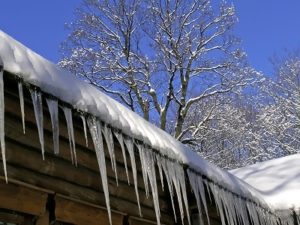4 Ways to Prevent Winter Roof Damage to Your Glenwood Home