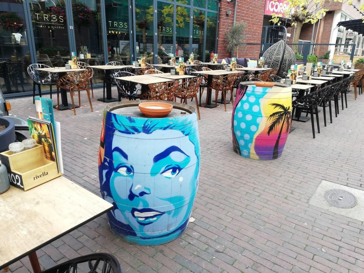 Het terras van Tres Tapas & Wine Bar in Veenendaal