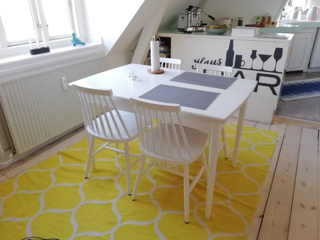 De woonakamer van onze AirBnb in de wijk Islands Brygge in Kopenhagen