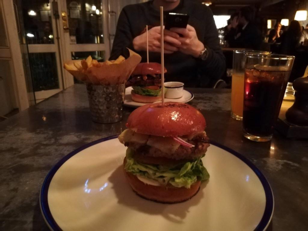 Een heerlijke hamburger van restaurant Cock's and Cows in Kopenhagen