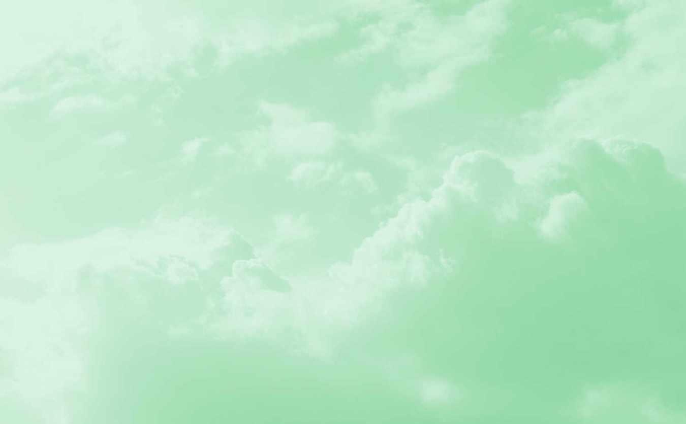 Nadja Hafendörfer vor Wolken Quantenheilung, spirituelle lebensberatung, Rückführungen und Reinkarnationstherapie