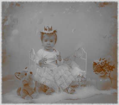 Über Nadja Hafendörfer Baby im Kinderbett