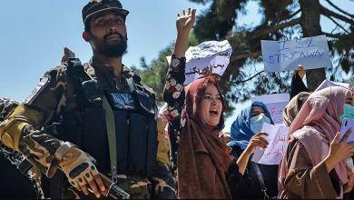 Photo of متحدث باسم طالبان: دور المرأة يقتصر على الولادة ولا حاجة لها في الحكومة!